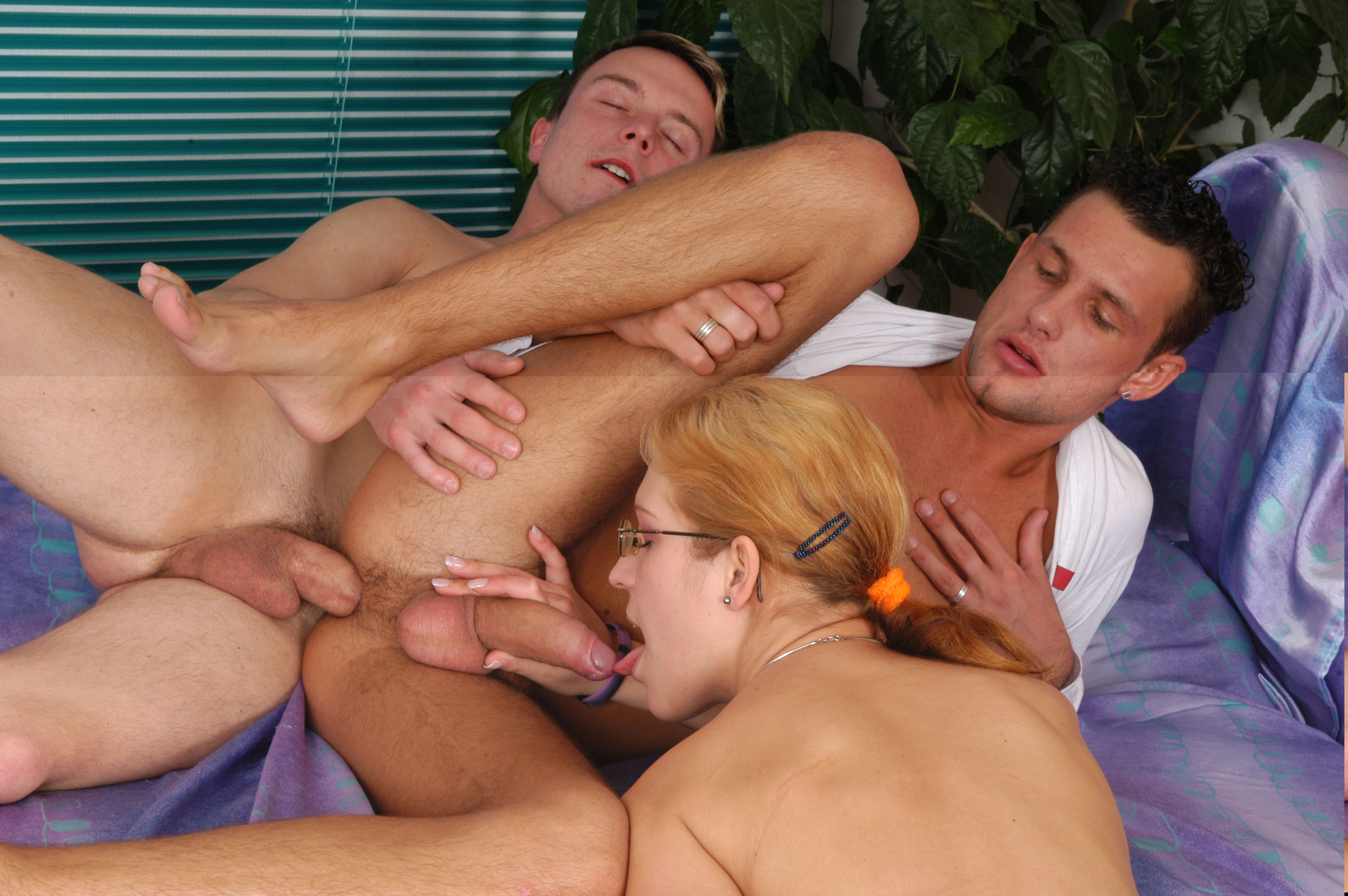 Amatuer bisexual three-way